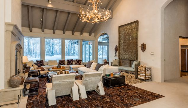 This Idaho home features seven bedrooms and nine bathrooms.