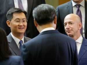 Amazon CEO Jeff Bezos (R) and Tencent founder Pony Ma (L) talks with Chinese President Xi Jinping (C) at the main campus of Microsoft Corp. September 23, 2015 in Redmond, Washington.