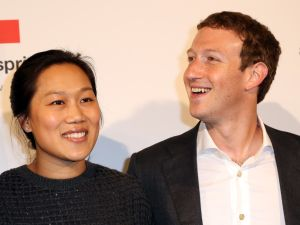 Mark Zuckerberg (R) and Priscilla Chan