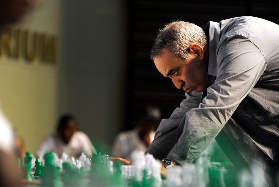 Chess Wizard Garry Kasparov Makes His Move Against Putin Ahead of 2018 Midterms