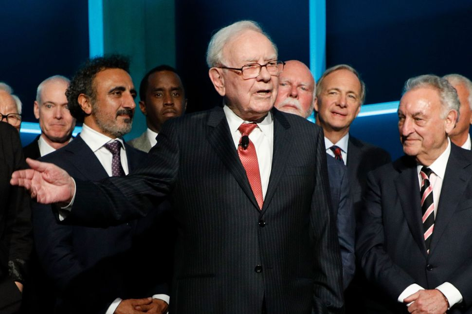 4 Investment Tips Warren Buffett Shared at Berkshire's Annual Meeting