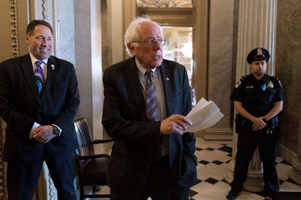 Alex Jones Bum-Rushing Bernie Sanders Is the Showdown You Didn't Know You Needed