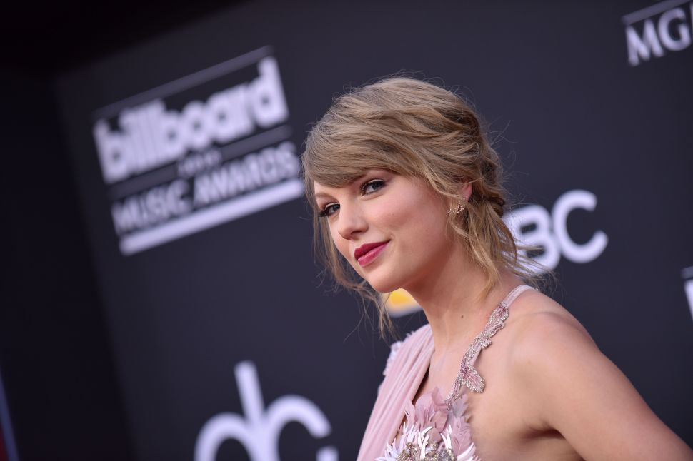 Taylor Swift Is Not Taking Any Chances With Her New Beverly Hills Wall
