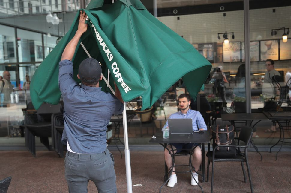 Starbucks to Triple Store Closures in Major Cities Amid Slowing Growth