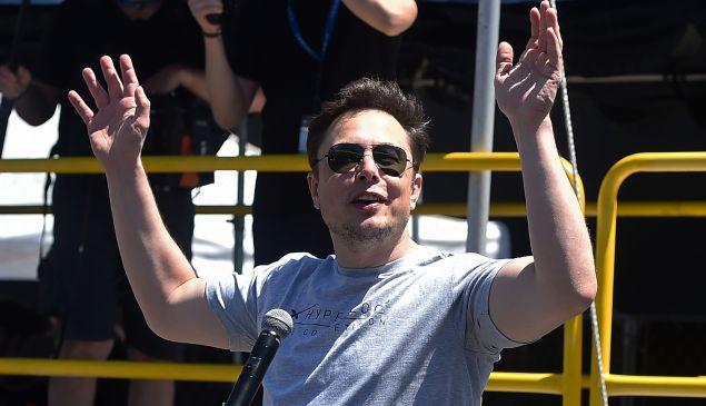 Elon Musk decided to keep Tesla public.