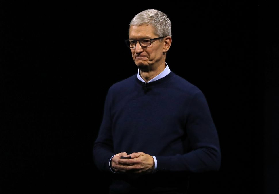 Will Apple's $1 Trillion Milestone Give Tim Cook a Pay Raise?