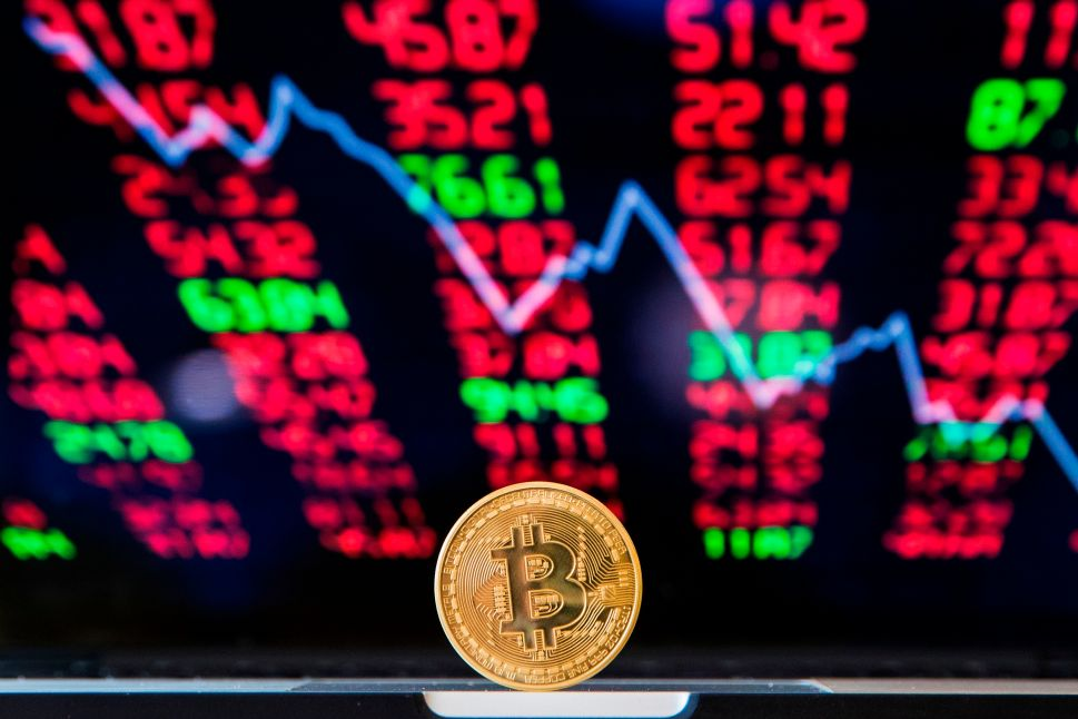 Investor Panic Over SEC's Bitcoin Indecisiveness Sends Crypto On a Free Fall
