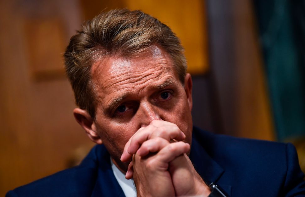 Judiciary Committee Votes 'Yes' On Kavanaugh as Jeff Flake Calls for FBI Probe