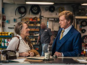 """Sissy Spacek as """"Jewel"""" and Robert Redford as """"Forrest Tucker"""" in the film THE OLD MAN & THE GUN. Photo by Eric Zachanowich. © 2018 Twentieth Century Fox Film Corporation All Rights Reserved"""