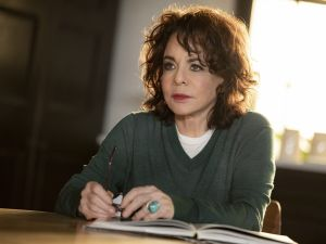 Stockard Channing stars in 'Apologia'
