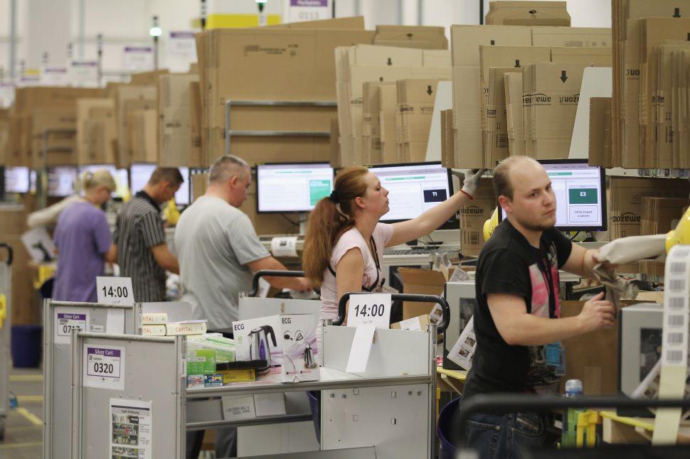 Amazon Hikes Minimum Wage at Prime Time to Win 2018 Holiday Season