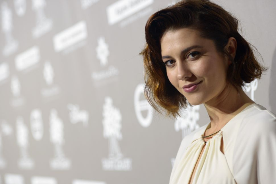 'All About Nina' Star Mary Elizabeth Winstead on Stage Fright and Tackling Pain Through Comedy