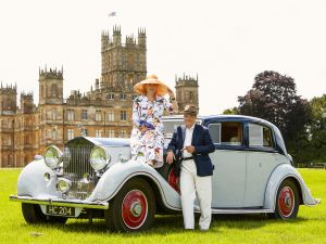 Lord and Lady Carnarvon in front of Highclere Castle.