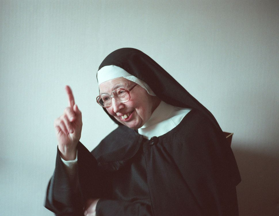 How Sister Wendy Observed 'Controversial' Art Through a Progressive Lens