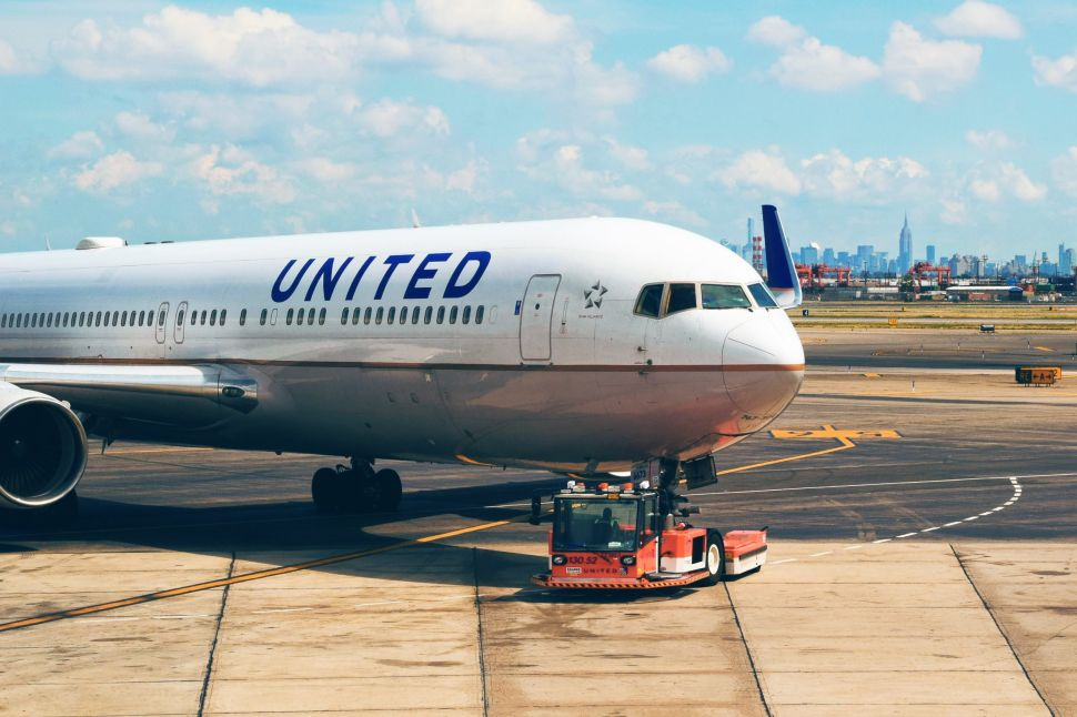 Apple Revealed to Be United Airlines' Top Flyer, Buying 50 Seats to China Every Day