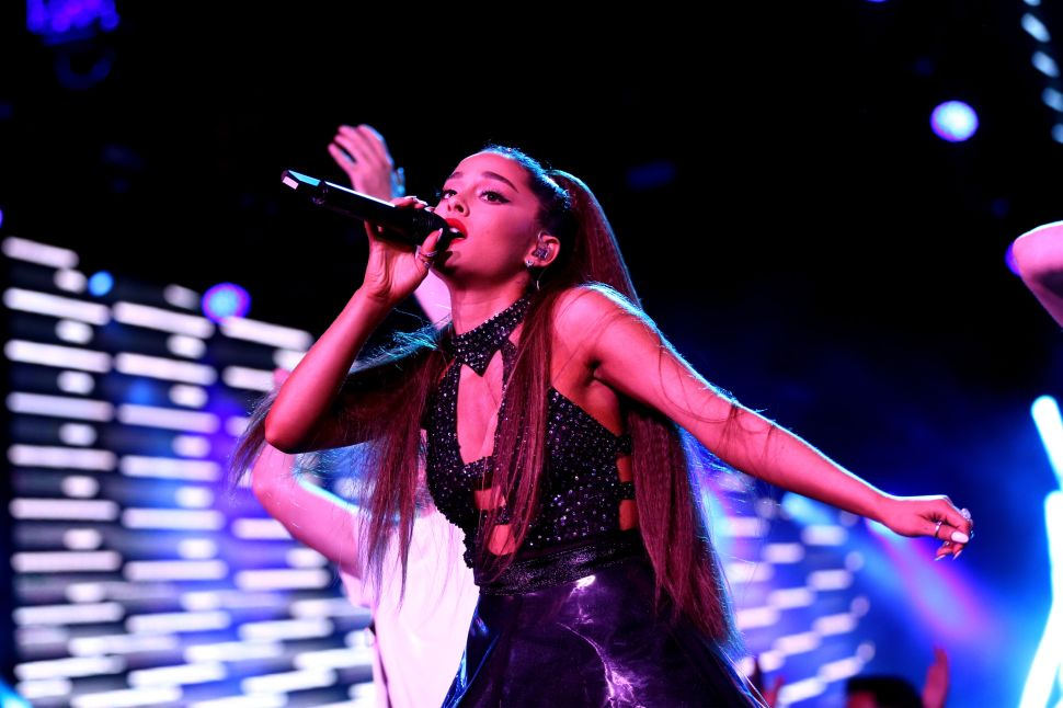 Why Ariana Grande and Other Big Stars May Bail on the Grammys