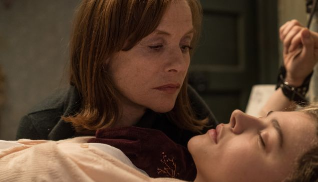 Isabelle Huppert and Chloë Grace Moretz in Greta.