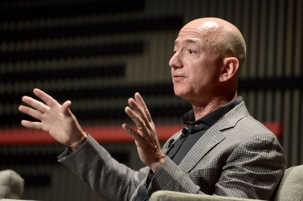 In a Genius Move, Jeff Bezos Asks Competitors to Surpass Amazon's Minimum Wage