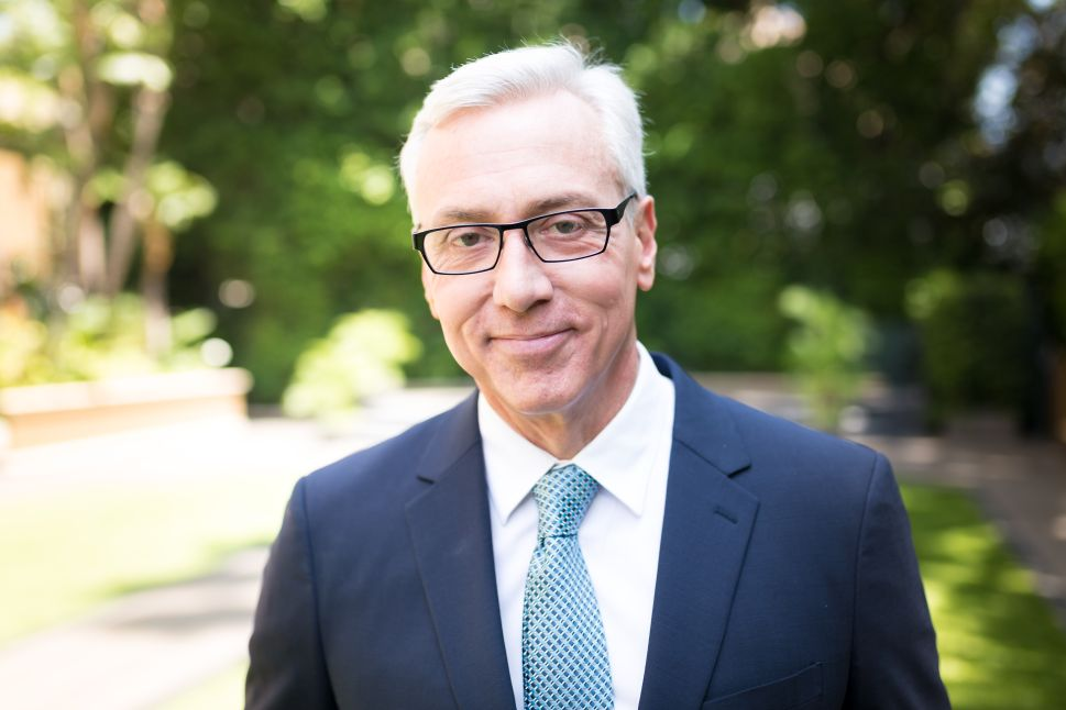 Have Apps Replaced Radio Psychologists? Dr. Drew Weighs in on Tech's Therapy Trend