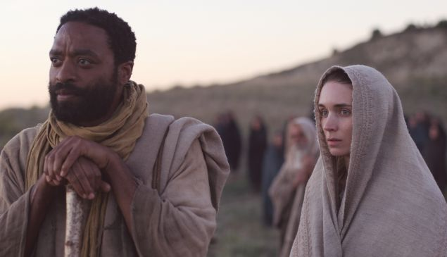 Rooney Mara and Chiwetel Ejiofor in Mary Magdalene.