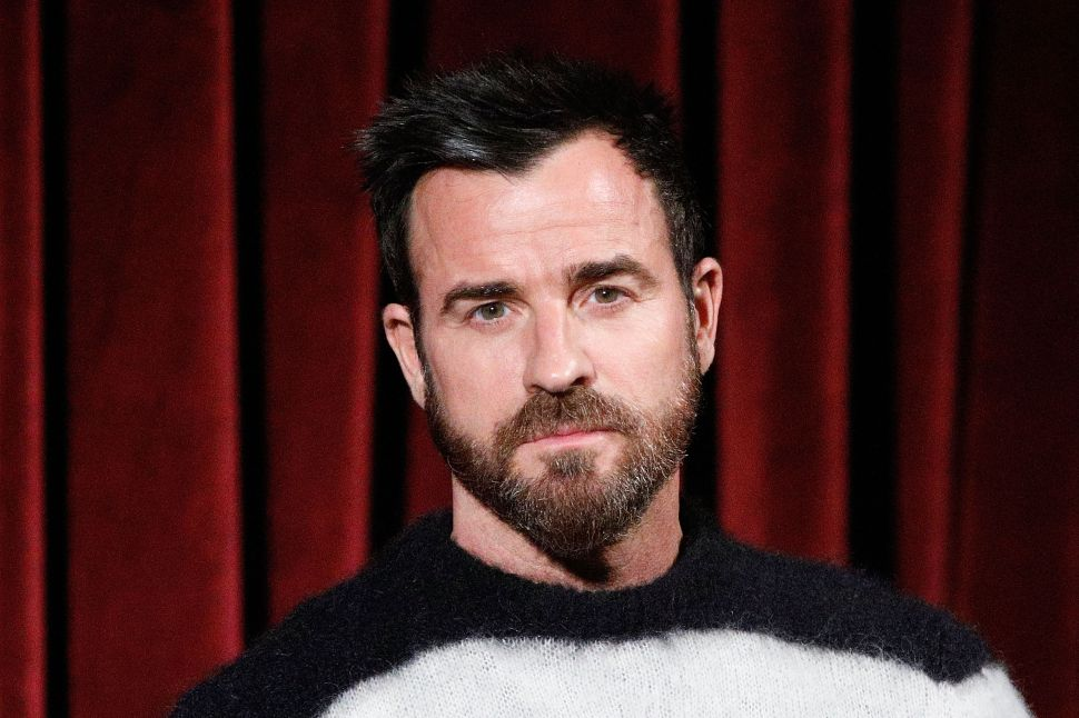Justin Theroux's Pissed-Off Neighbor Claims He's the Leader of a 'Vindictive Mob'