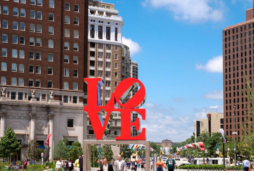 The Gloves Are Off in the Legal Battle Over Robert Indiana's 'Love' and 'Hope' Artworks