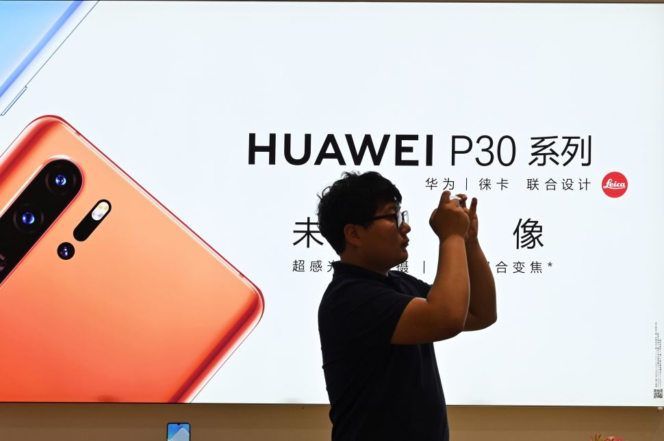 China's Apple Fans Are Ditching Their iPhones Amid the U.S.'s 'Cold Tech War' With Huawei