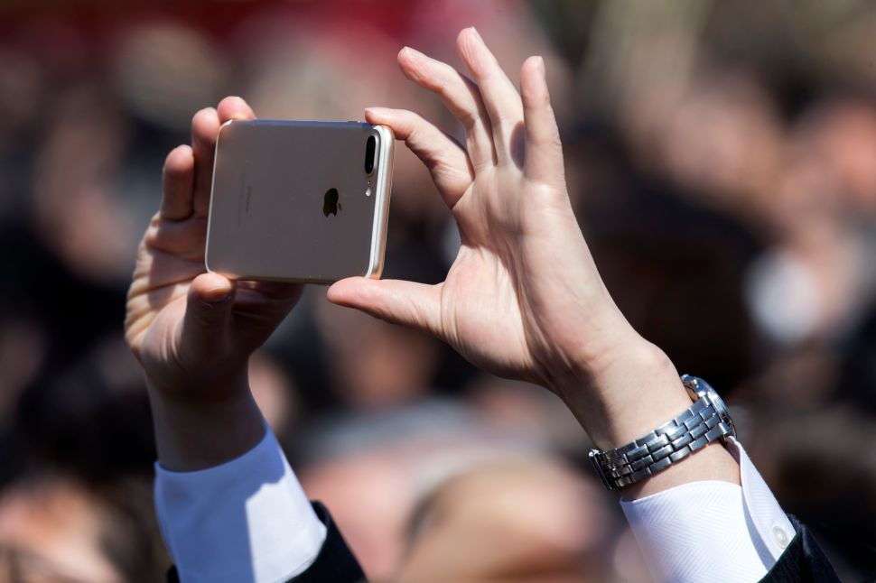 As iPhone Delivery Keeps Tanking, Apple's Smartphone Market Share Falls Behind Huawei