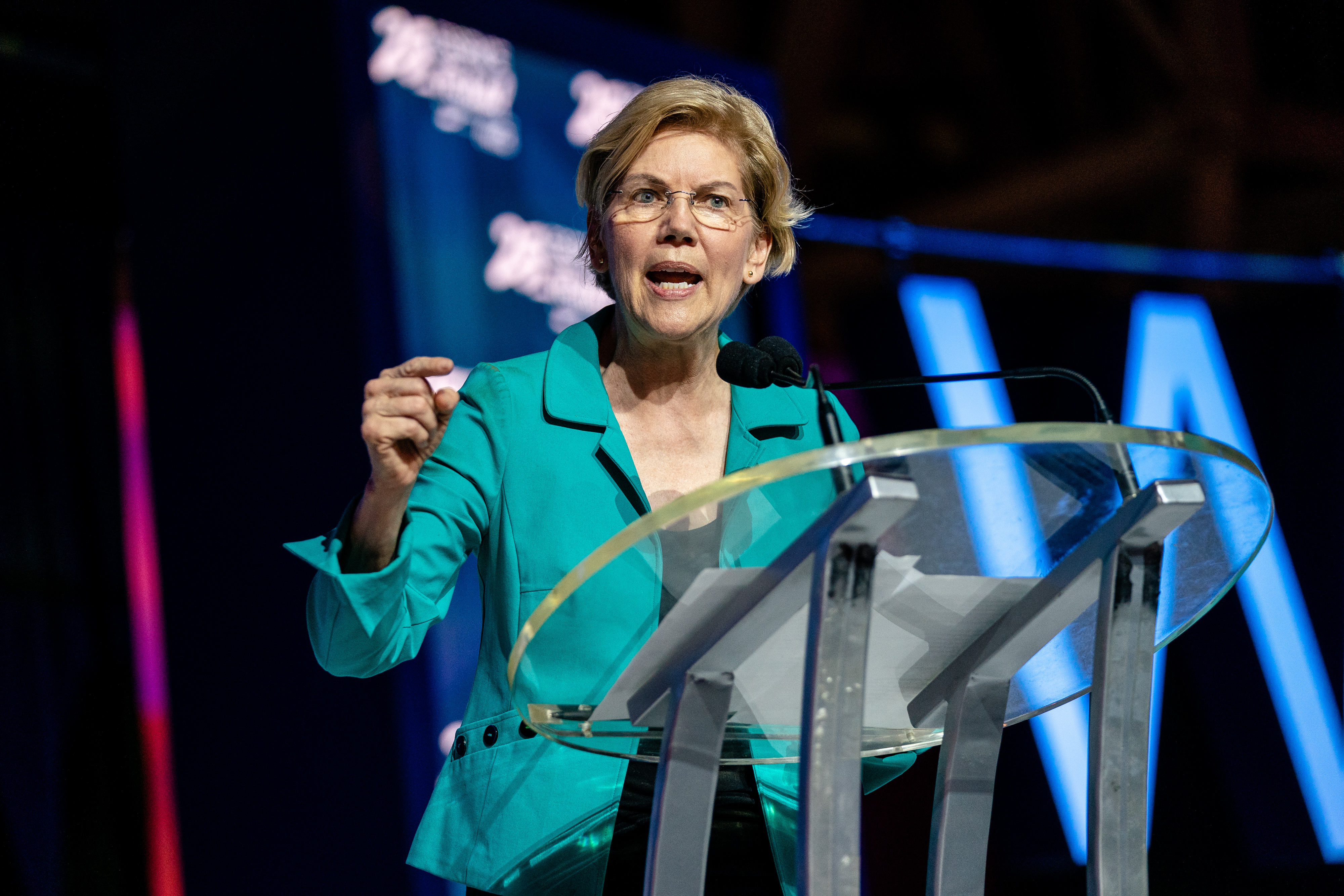 Following Julián Castro, Elizabeth Warren Calls for Decriminalizing Border Crossings