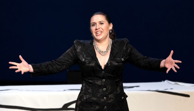 Mezzo Hannah Ludwig belts out a jolly drinking song in Rossini's otherwise serious opera 'La Gazza Ladra'.
