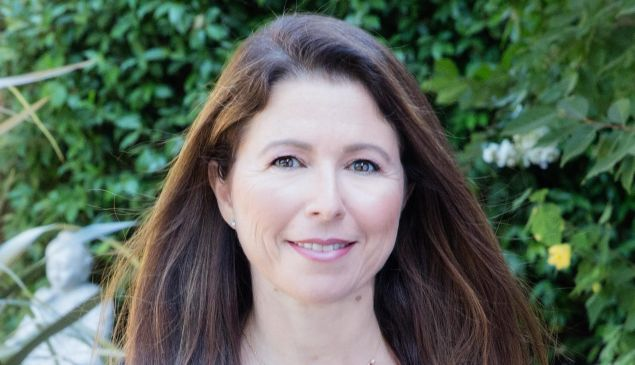 Laura Yecies