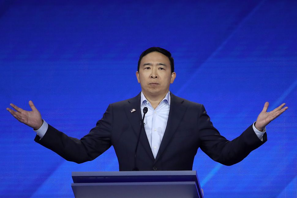 Buffett's Scandalous Lunch Date Asks to Get Involved With Andrew Yang's UBI Raffle