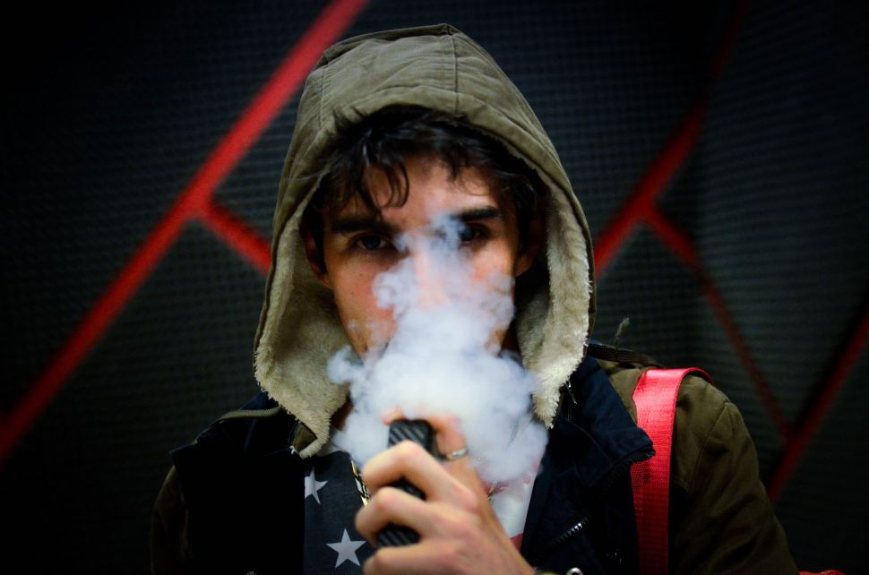 US Moves to Ban E-Cigs After Rash of Vaping-Related Illnesses and Deaths