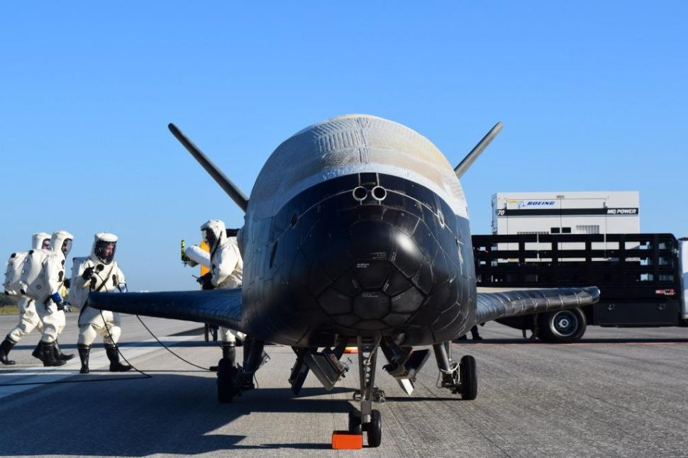 Secret Military Spaceplane Lands After Record-Breaking 780 Days in Orbit