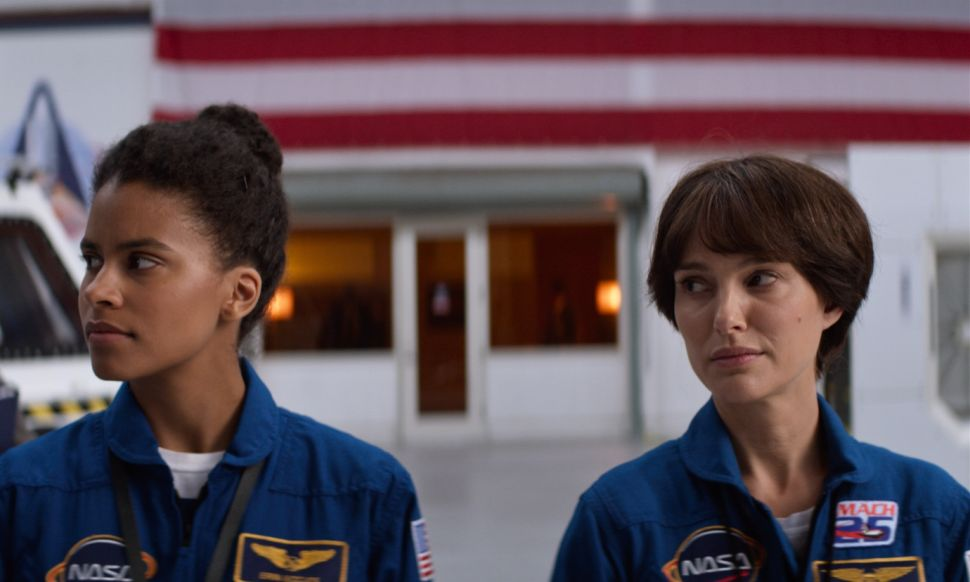 Natalie Portman Still Manages to Mesmerize as an Unhinged Astronaut in 'Lucy in the Sky'