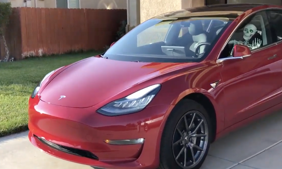 4 Hilarious Times Tesla's 'Smart Summon' Self-Driving Feature Went Wrong