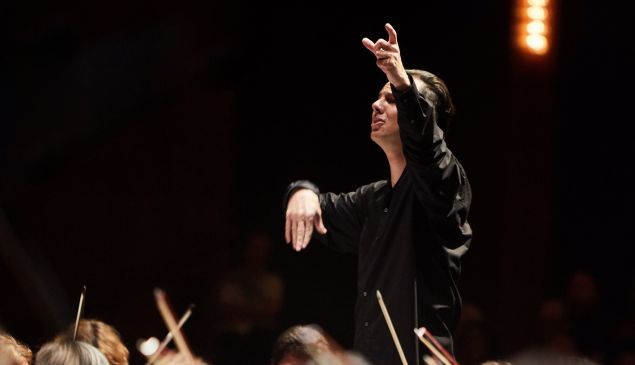 Conductor Teodor Currentzis leads a fiery 'Requiem' at The Shed.