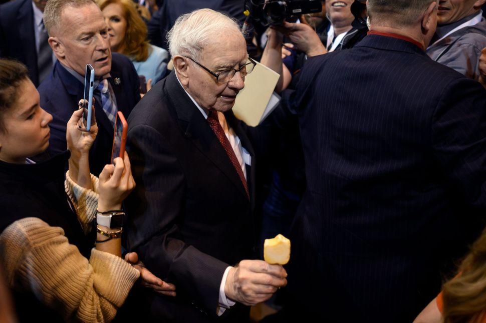 Warren Buffett Needs Help Spending a Pile of Cash, $128 Billion to Be Exact