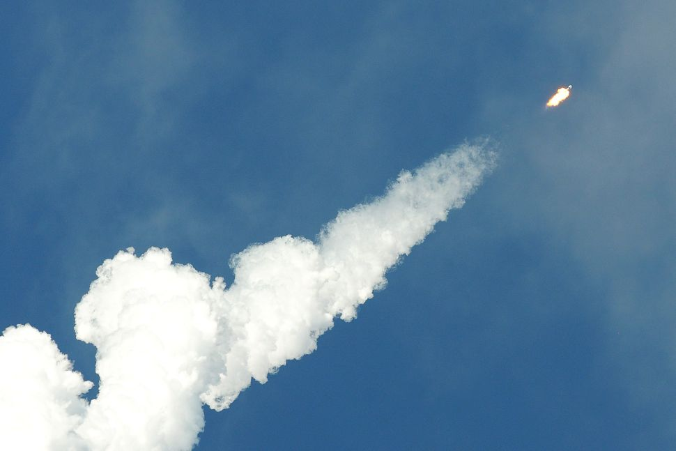 Star(link) Gazing: How to Spot a SpaceX Satellite With the Naked Eye
