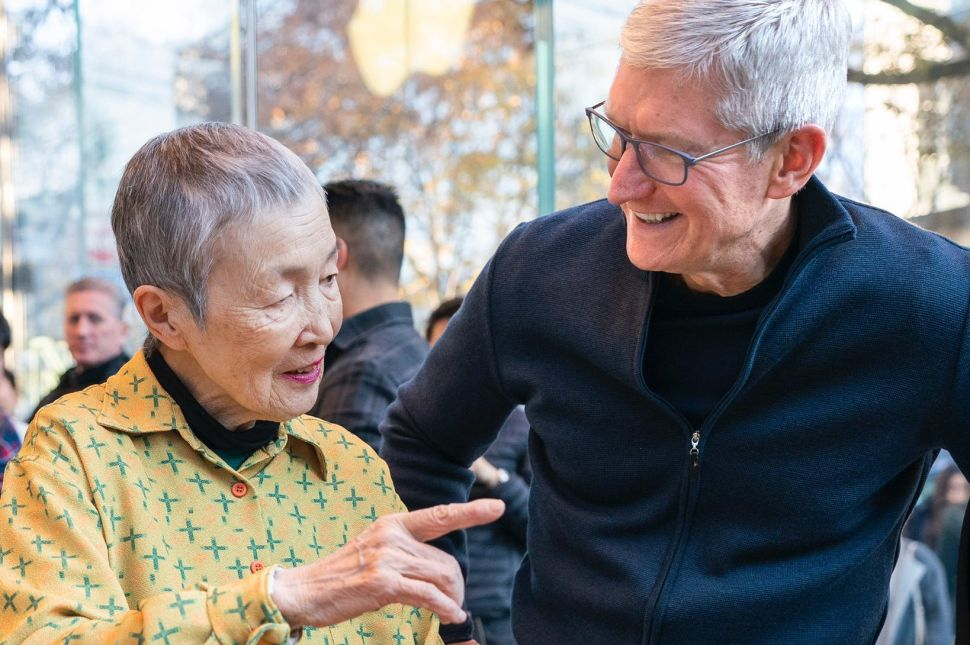Tim Cook Meets World's Oldest (and Youngest) App Developers in Japan