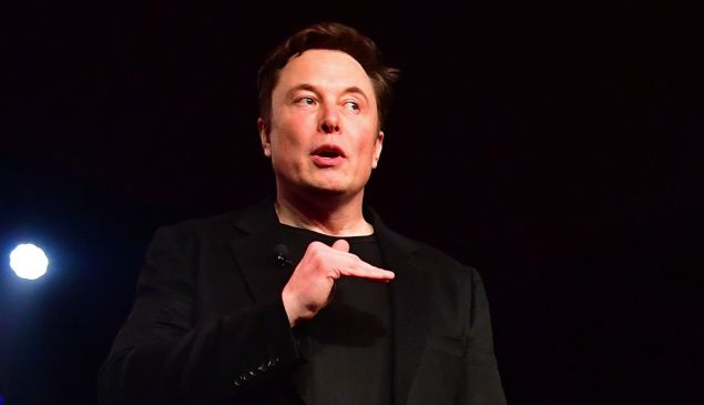CEO Elon Musk has just announced that Tesla cars will soon be able to talk to pedestrians via external speakers.