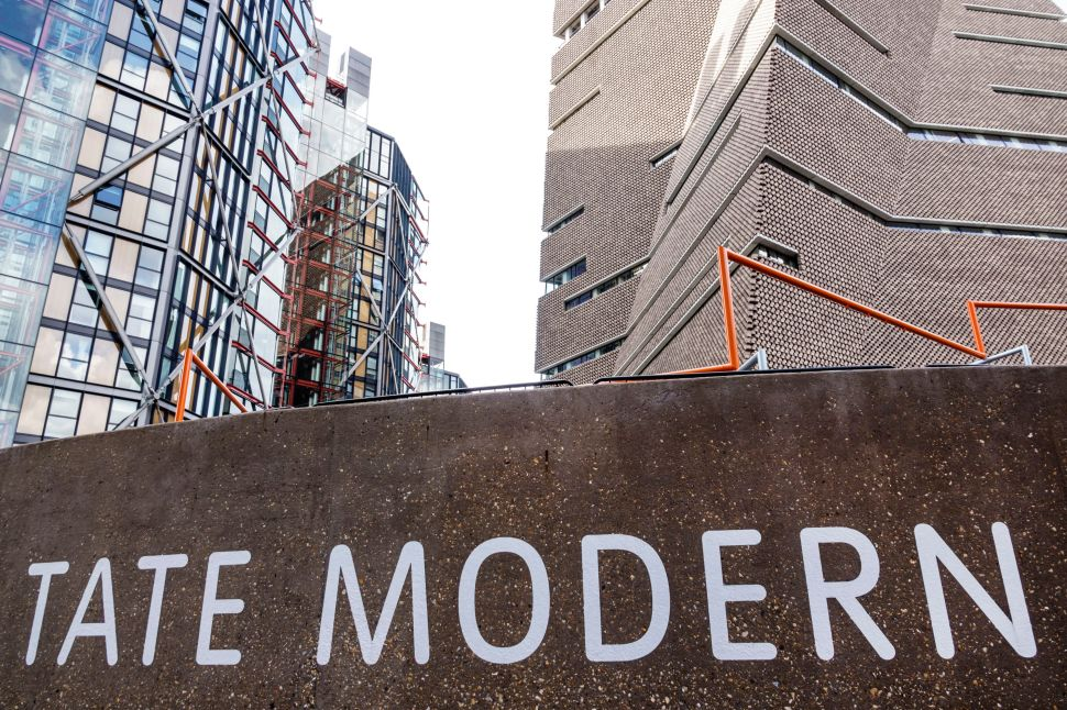 Luxury Apartment Residents Want Tate Modern Visitors to Stop Staring at Them