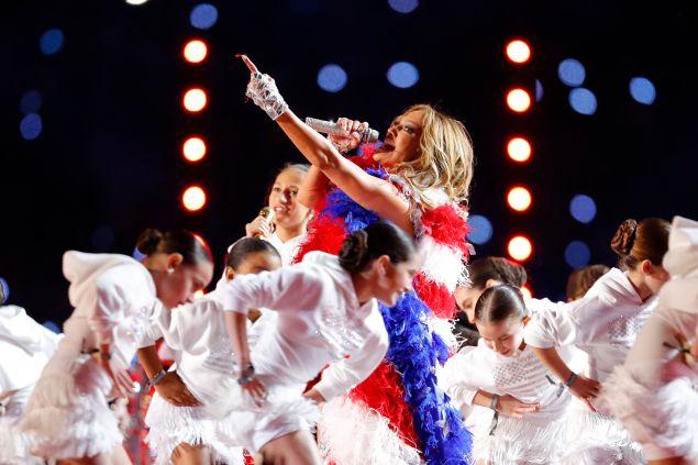 Jennifer Lopez performs with her daughter Emme Maribel Muñiz