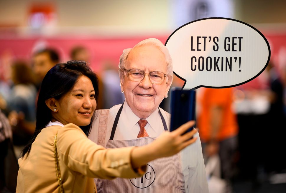 Warren Buffett To Host 40,000-Person Shareholder Meeting Despite Coronavirus