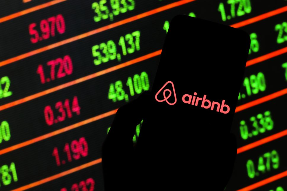 Airbnb Reconsiders IPO Plan While Hosts Beg for Guidance