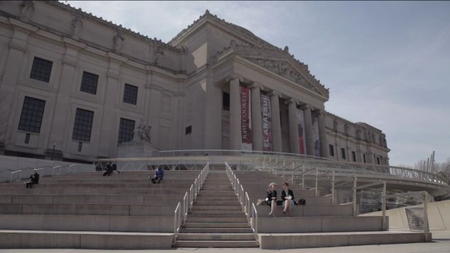 Miriam complains about her daughter hiring a private chef for Passover dinner on the steps of the Brooklyn Museum High Maintenance