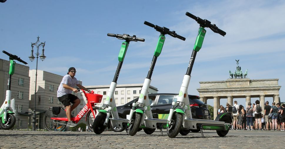 A Day After Laying Off 3700 Workers, Uber Leads $170 Million Investment in Scooters