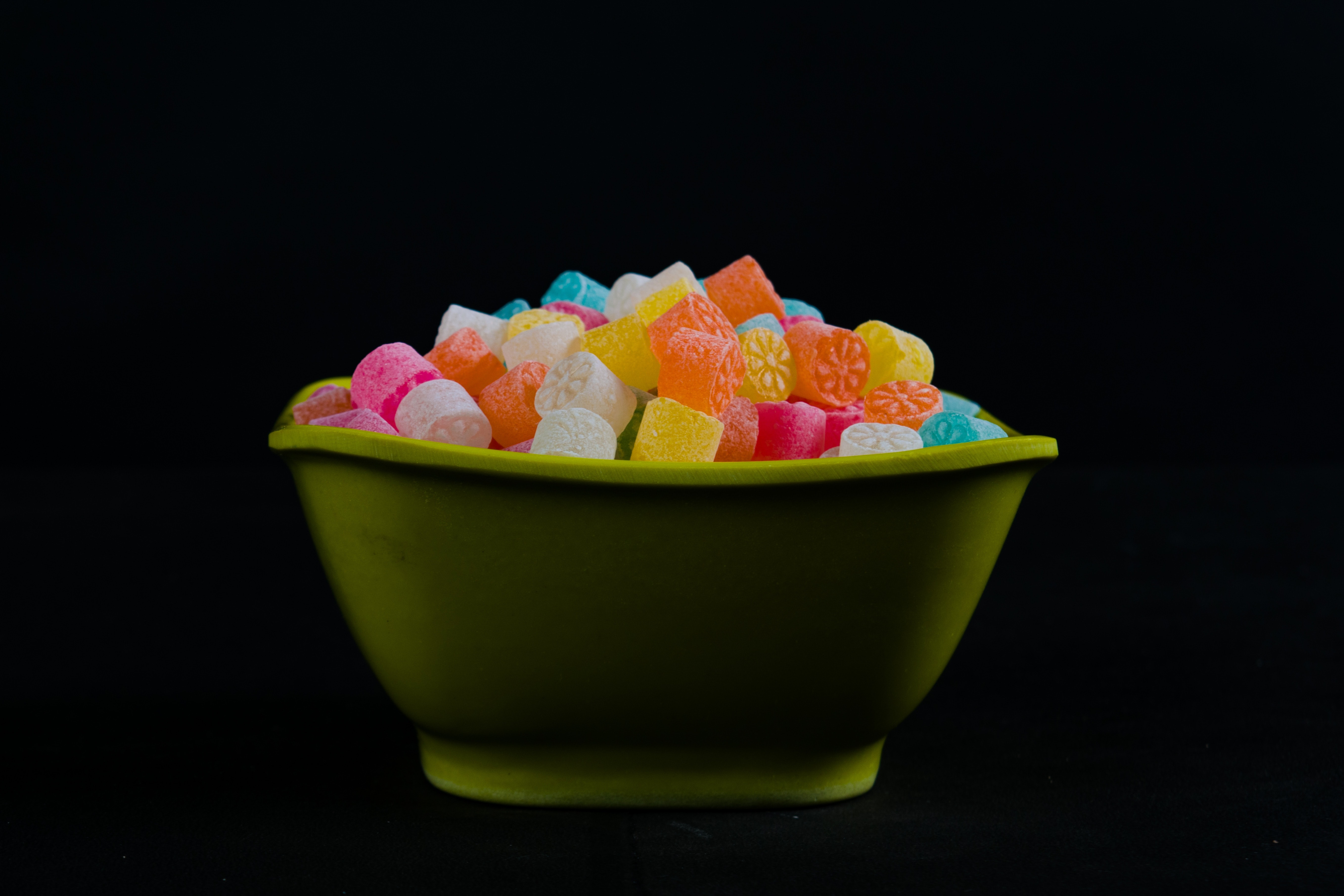 bowl-of-gummies-2231611