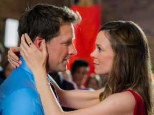 Paul Greene and Rachel Boston in Christmas in Angel Falls