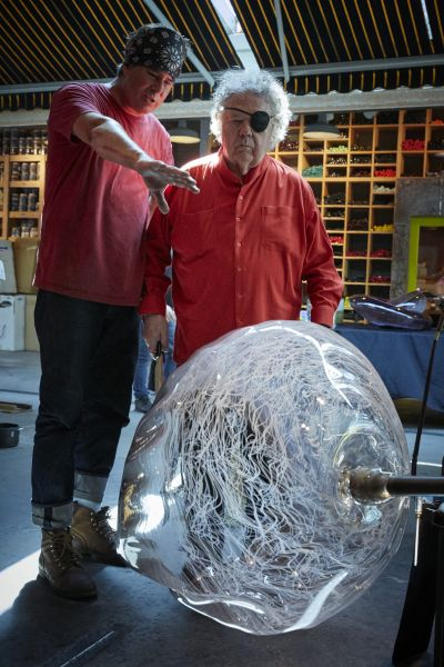Dale Chihuly with a studio assistant.